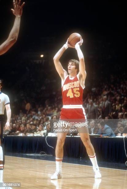 Rudy Tomjanovich of the Houston Rockets looks to pass the ball against the Washington Bullets during an NBA basketball game circa 1977 at the Capital...