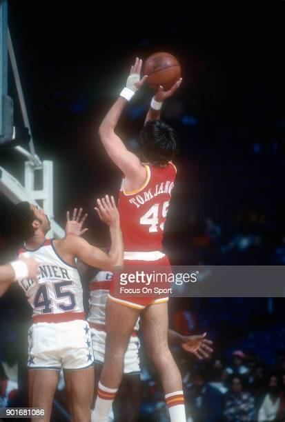 Rudy Tomjanovich of the Houston Rockets shoots over Phil Chenier of the Washington Bullets during an NBA basketball game circa 1977 at the Capital...
