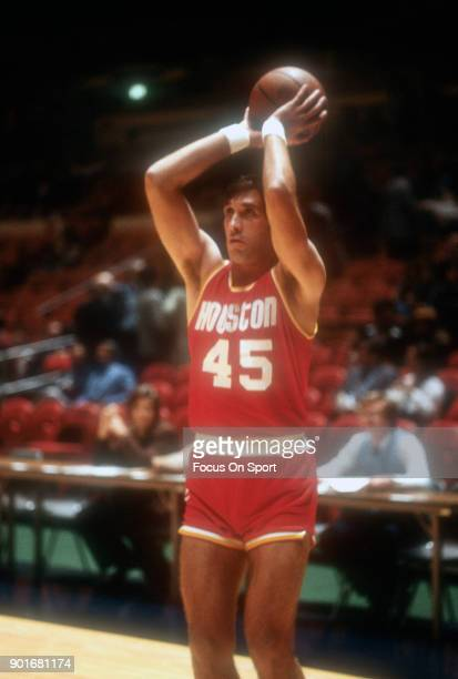 Rudy Tomjanovich of the Houston Rockets warms up prior to the start of an NBA basketball game against the New York Knicks circa 1978 at Madison...