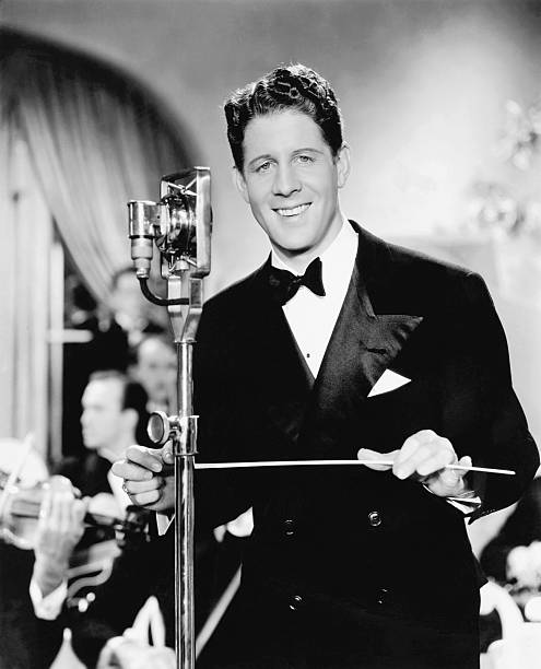 rudy-vallee-in-sweet-music-directed-by-a