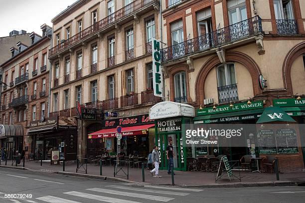 rue de bayard, toulouse - toulouse photos et images de collection
