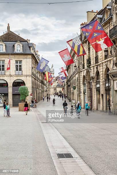 rue de la liberte à dijon france - dijon photos et images de collection