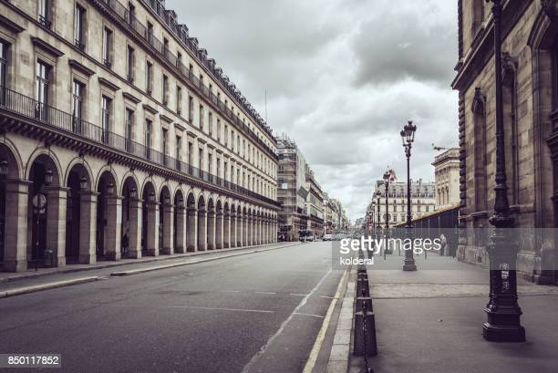 rue de rivoli street - street stock pictures, royalty-free photos & images