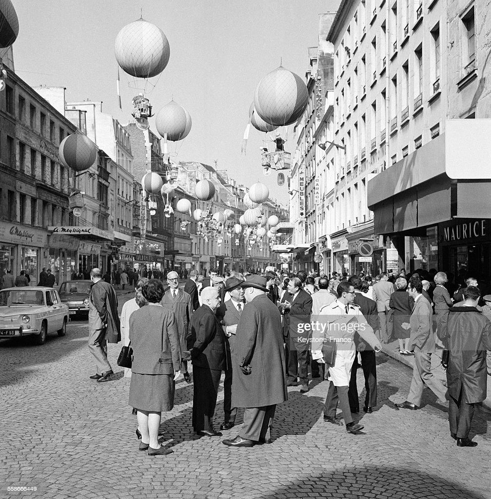 Rue Du Faubourg Saint-Antoine Décorée De Ballons à Lu0027occasion De Lu0027