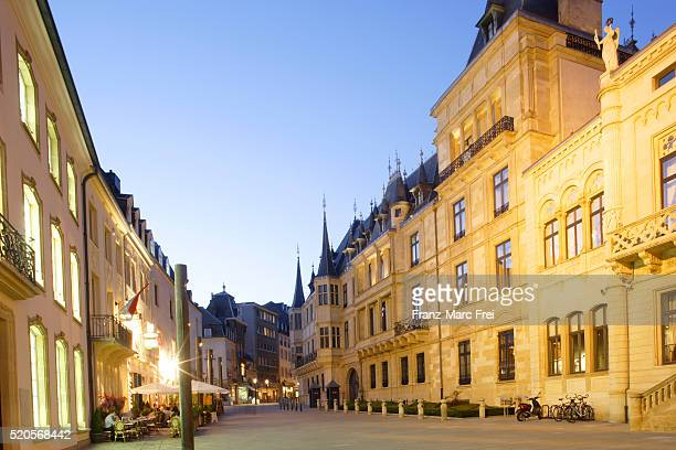 rue du marché-aux-herbes and the grand-ducal palace - luxembourg city luxembourg stock pictures, royalty-free photos & images
