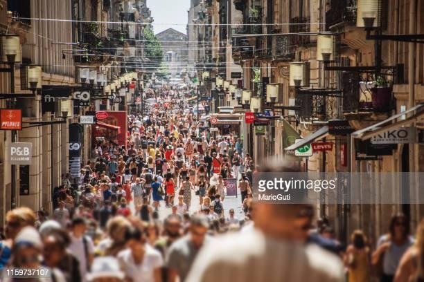 rue sainte-catherine in bordeaux, france - foule photos et images de collection