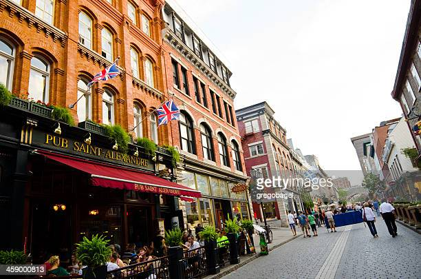 rue saint-jean en la ciudad de quebec, canadá - quebec fotografías e imágenes de stock