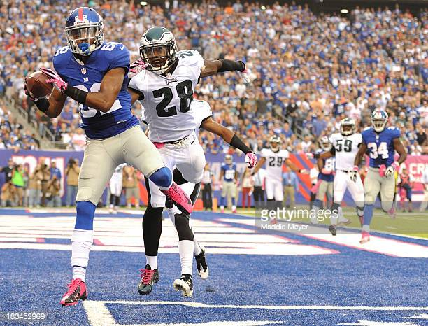 Rueben Randle of the New York Giants catches a touchdown over Earl Wolff of the Philadelphia Eagles during the third quarter at MetLife Stadium on...
