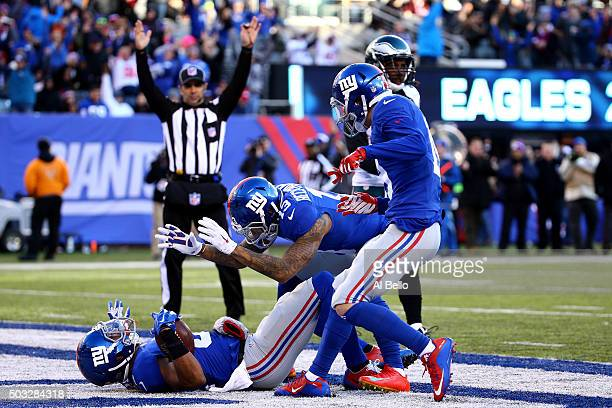 Rueben Randle of the New York Giants celebrates with his teammates after scoring a 45 yard touchdown in the third quarter to take the lead in their...
