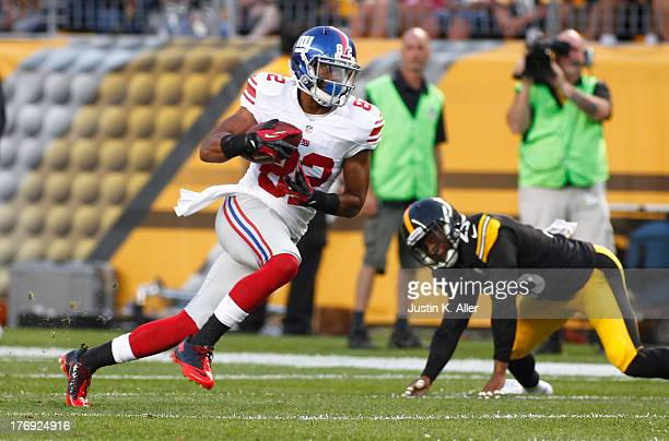 Rueben Randle of the New York Giants plays against the Pittsburgh Steelers during the preseason game on August 10 2013 at Heinz Field in Pittsburgh...