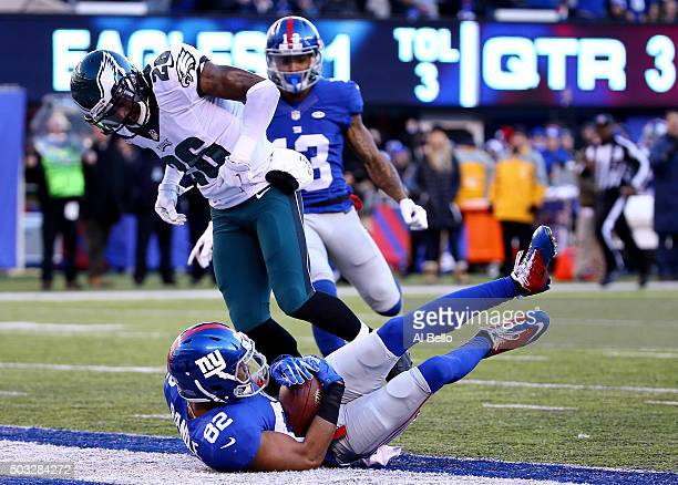 Rueben Randle of the New York Giants scores a 45 yard touchdown in the third quarter to take the lead in their game against the Philadelphia Eagles...