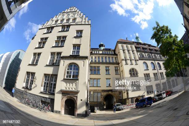 Rueckseite Neues Rathaus Jakobikirchplatz Chemnitz Sachsen Deutschland