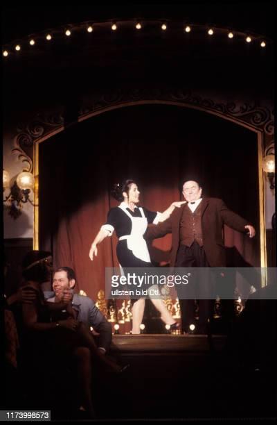 'Die kleine Niederdorfoper' 1988Ruedi Walter ând Monika Kaelin in 'Die kleine Niederdorfoper' 1988