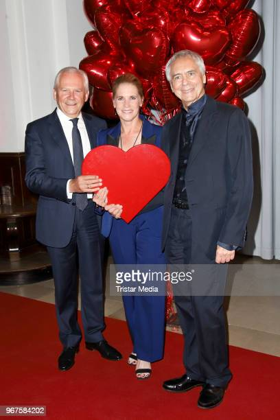 Ruediger Grube and his wife Cornelia Poletto and John Neumeier attend the Charity Gala 'Das Herz im Zentrum' on June 4, 2018 in Hamburg, Germany.