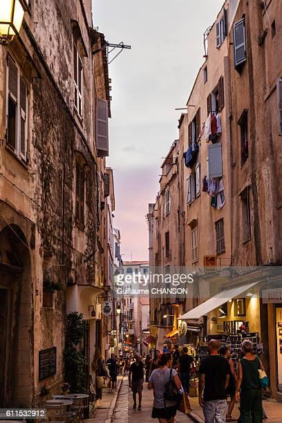 Ruelle de Bonifacio au coucher du soleil, Corse, France