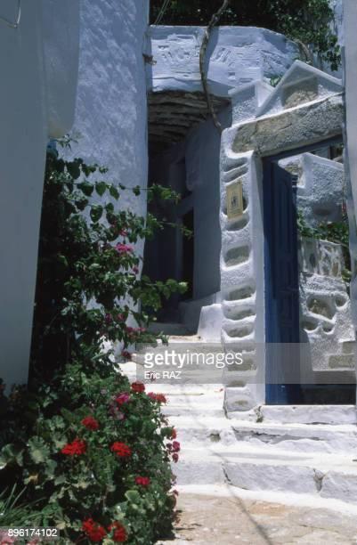 Ruelle du village de chora sur l'ile d'Amorgos dans l'archipel des Cyclades Grece