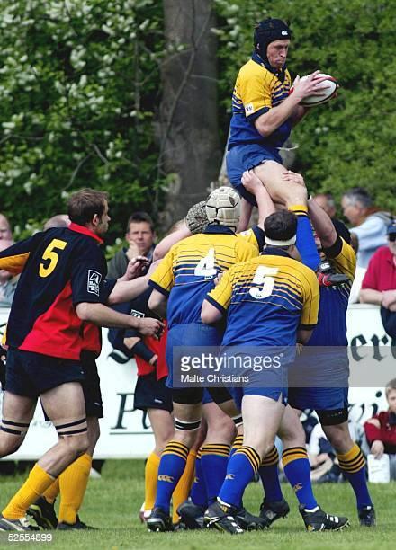Rugby: 6 Nationen Turnier 2004, Hannover; Deutschland - Schweden ; Manuel WILHELM / DEU, Tony STAHL, Hannes ERIKSSON, Christoffer LUNDELL / SWE...
