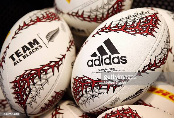 O cualquiera embudo Premio  Rugby balls are seen during the New Zealand All Blacks adidas jersey...  News Photo - Getty Images