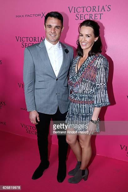 Rugby Player Dan Carter and his wife Honor attend the 2016 Victoria's Secret Fashion Show Held at Grand Palais on November 30 2016 in Paris France