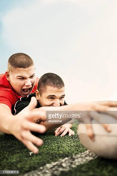 Essayer de marquer un joueur de Rugby
