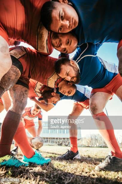 rugbyspelers tijdens het spel - rugby union stockfoto's en -beelden