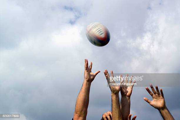 rugby players fighting for the ball - rugby photos et images de collection