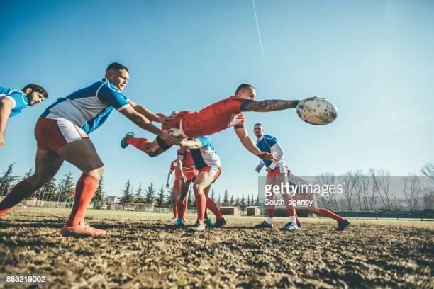rugbyspelers in actie tijdens het spel - rugby union stockfoto's en -beelden