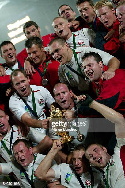 Rugby World Cup - Final - Australia vs. England. The English team celebrates its victory. Rugby - Coupe du monde 2003 - Finale - Australie contre...