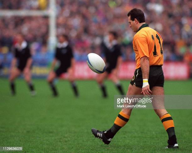 27/10/91 Rugby World Cup Semi Final Australia v New Zealand David Campese plays with the ball during the All Black haka