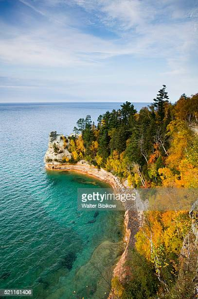 rugged coastline along lake superior - pictured rocks national lakeshore stock pictures, royalty-free photos & images