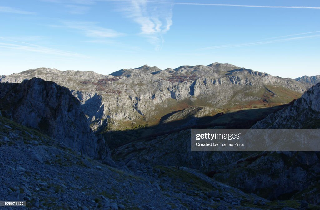 Rugged landscape below Naranjo de Bulnes : Stock-Foto