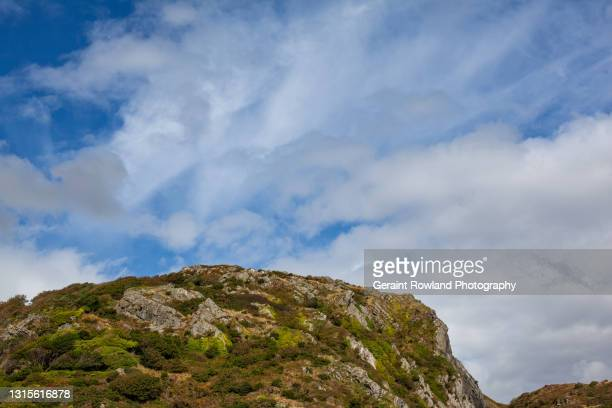 rugged wales landscape stock photograph - geraint rowland stock pictures, royalty-free photos & images