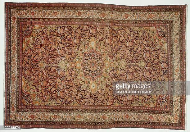 Rugs and Carpets Iran Hamadan 19th century Malayer carpet with Botteh motif