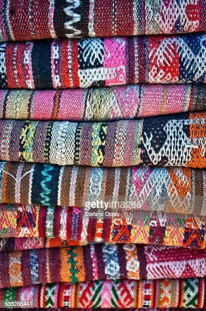 rugs for sale in the street market of purmamarca - cerro de los siete colores foto e immagini stock