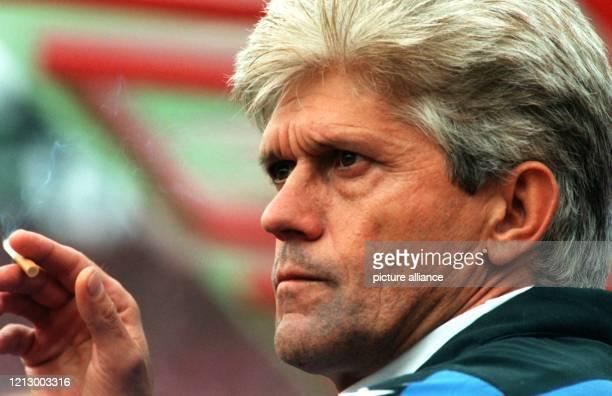 Ruhig und gelassen scheint der Trainer des FußballBundesligisten TSV 1860 München Werner Lorant das Spiel gegen den Ortsrivalen Bayern München am...