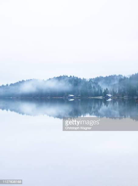ruhiger morgen am see - sorglos stock pictures, royalty-free photos & images