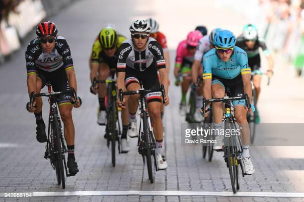 Rui Alberto Faria da Costa of Portugal and UAE Team Emirates / Jai Hindley of Australia and Team Sunweb / Pello Bilbao of Spain and Astana Pro Team /...