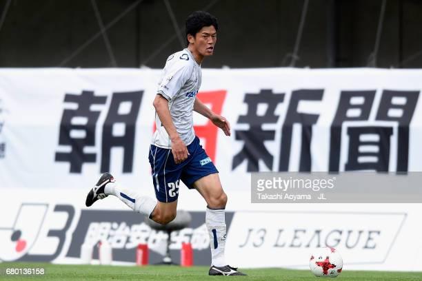 Rui Komatsu of Giravanz Kitakyushu in action during the J.League J3 match between Tochigi SC and Giravanz Kitakyushu at Tochigi Green Stadium on May...