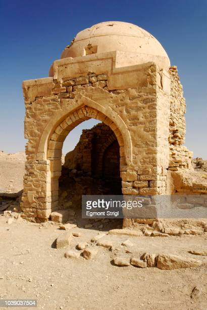 Ruin of a mosque in the ancient city of Baraqish, Yemen, Arabia, Arabian Peninsula, Middle East
