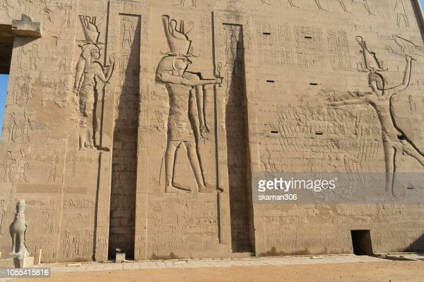 ruin stone carving god horus and osiris at edfu temple near nile river unesco site egypt - tomb of ramses iii stock pictures, royalty-free photos & images