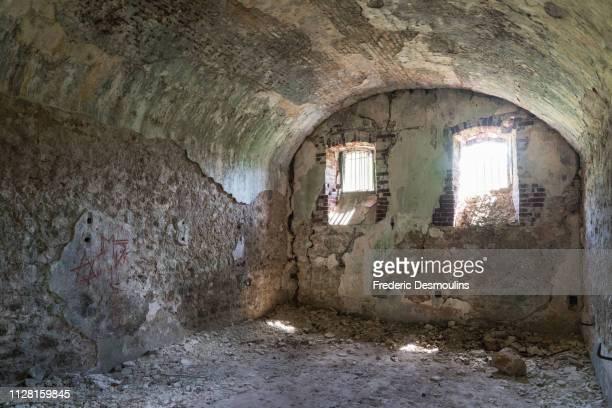 ruine du bagne de l'ile des pins - dungeon stock photos and pictures