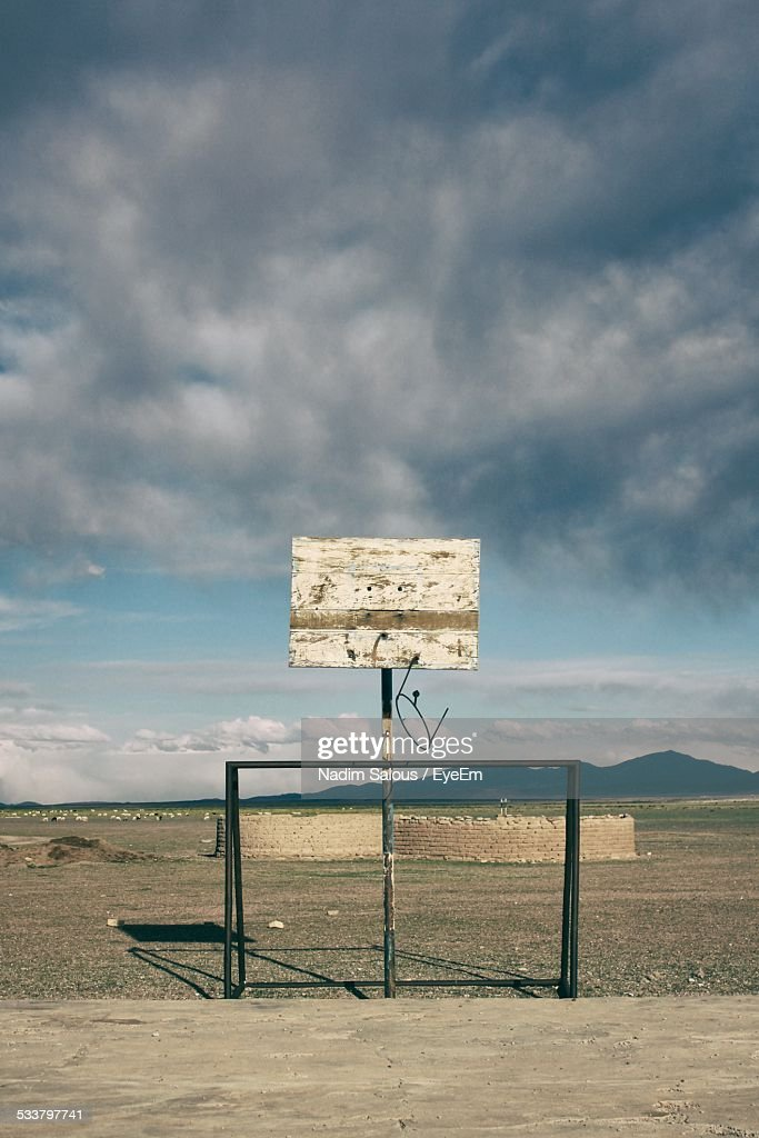 Ruined Basketball Court Against Sky : Foto stock