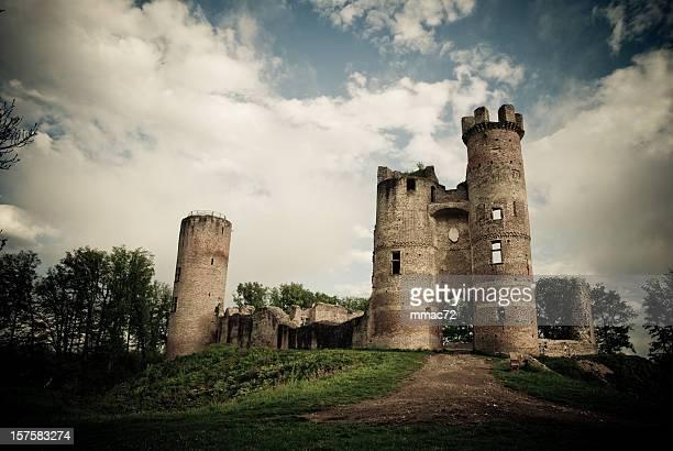 ruiné château - château photos et images de collection