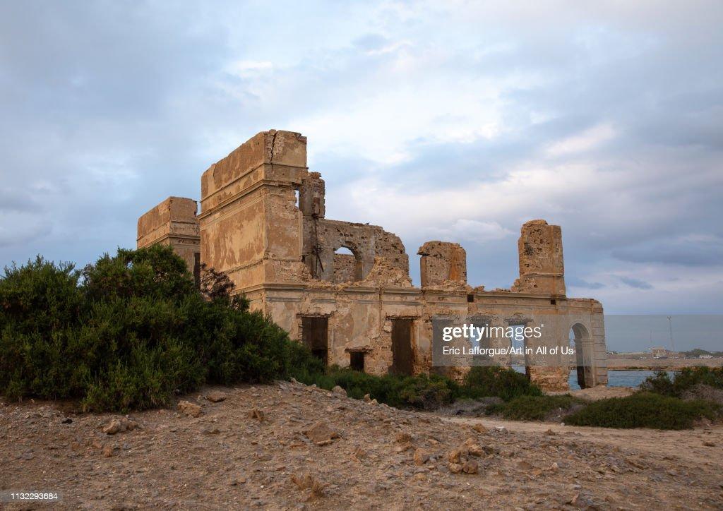 Ruined ottoman coral buildings, Red Sea State, Suakin, Sudan... : News Photo
