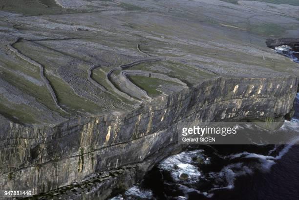 Ruines du fort Dun Aengus sur l'île d'Inis Mor en mai 1984 dans l'archipel des îles d'Aran Irlande