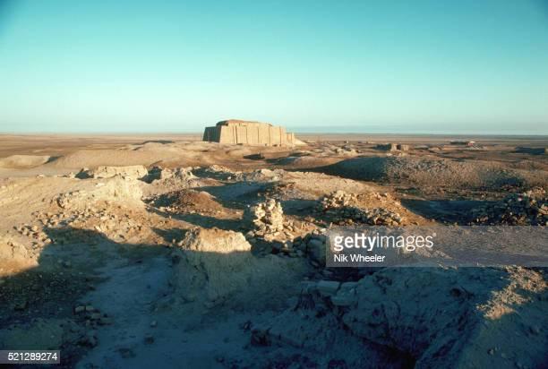 ruins at ur of the chaldees - irak stock-fotos und bilder