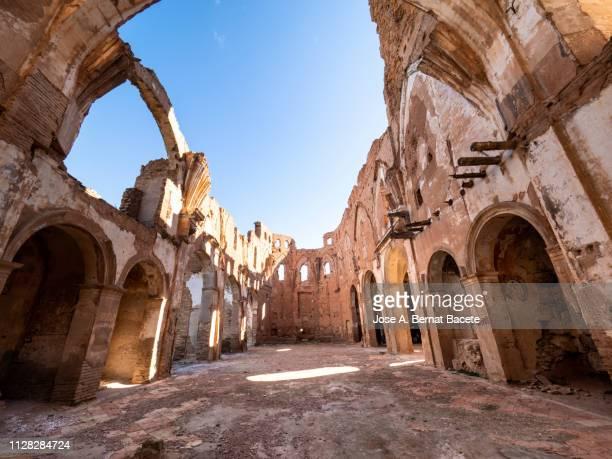 ruins of a church destroyed by war. san martin de tours church. belchite, province of saragossa, aragon, spain. - escombros fotografías e imágenes de stock
