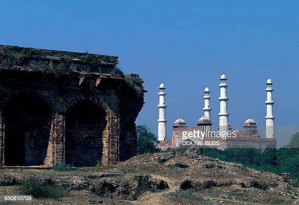 Ruins of a tomb on the left and the entrance to the Tomb of Akbar the Great in the background 16051613 Sikandra near Agra Uttar Pradesh India 17th...