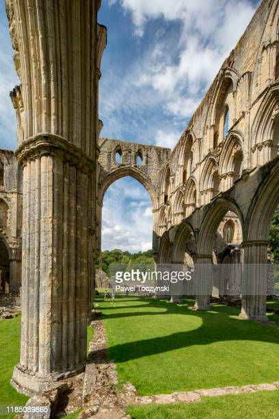 ruins of cistercian abbey in rievaulx destroyed during the dissoluteness of monasteries under henry viii, yorkshire, england, 2018 - rievaulx abbey stock pictures, royalty-free photos & images