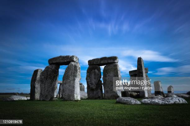 ruins of historical building against sky - stonehenge stock pictures, royalty-free photos & images